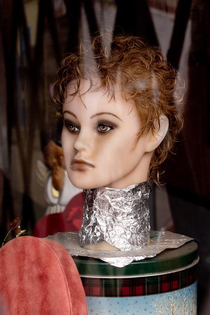 braddock-doll-in-the-window-12-4-2011-5-00-21-pm